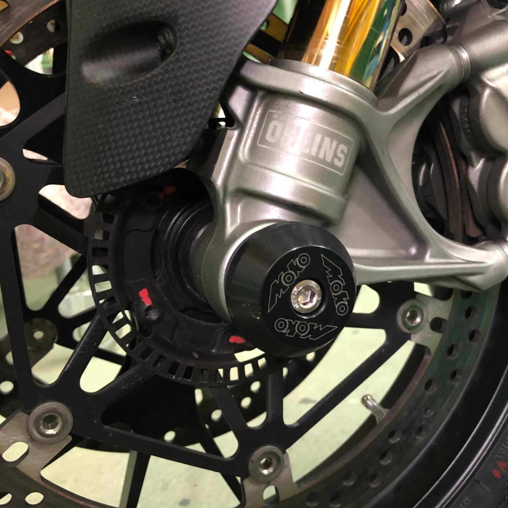 Ducati-Panigale-V2-V4-Gabel-Sturzpads-Moko-side_1680x1680