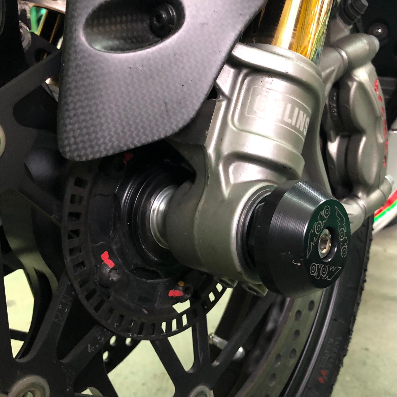 Ducati-Panigale-V2-V4-Gabel-Sturzpads-Moko_1680x1680